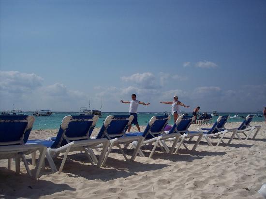 The Reef Coco Beach: Beach yoga