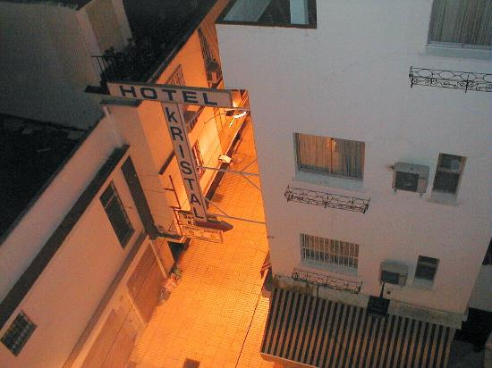 Hotel Kristal: see one end of an alley