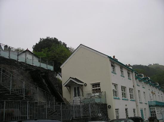 Penhelig Arms: Side view of the hotel