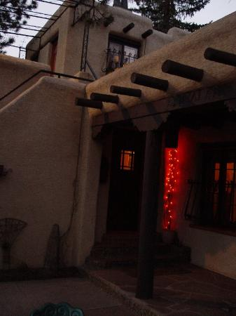 Adobe Inn at Cascade: The Entry Door in Evening