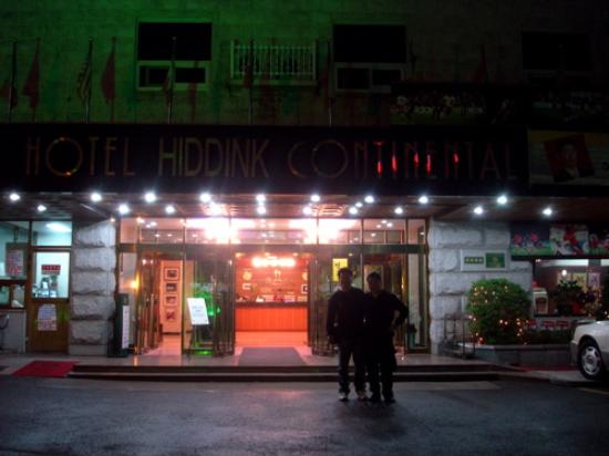 Hiddink Continental Tourist Hotel: A Welcoming Entrance