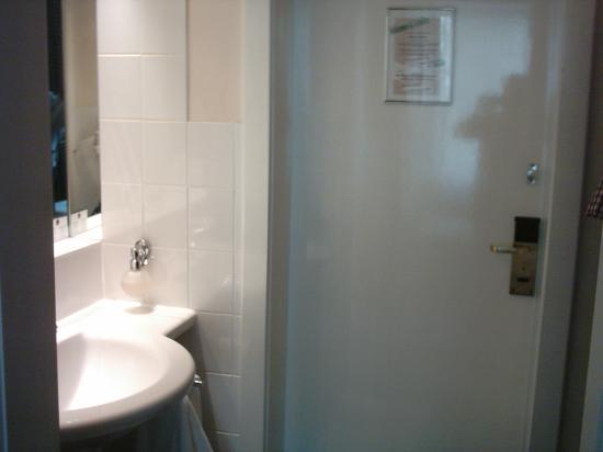 Best Western Plus Hotel St. Raphael: washbasin in the entrance