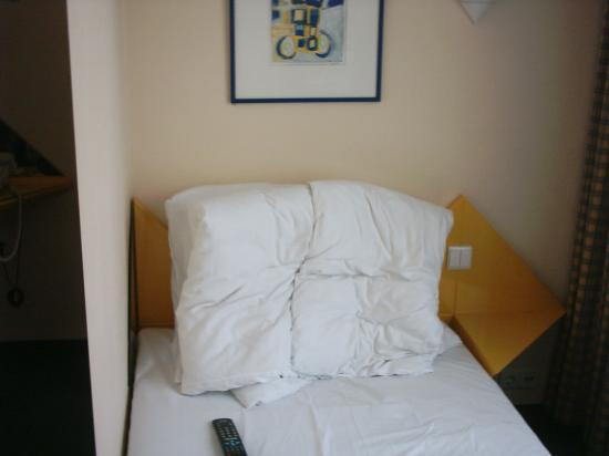 Best Western Plus Hotel St. Raphael: shoeboxroom