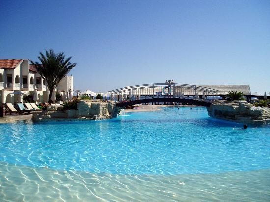 Princess Beach Hotel: The lovely but cold pool