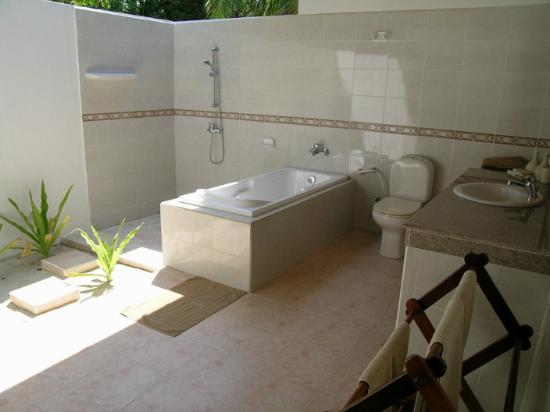 Il bagno maldiviano foto di palm beach resort spa - Bagno palm beach pinarella ...
