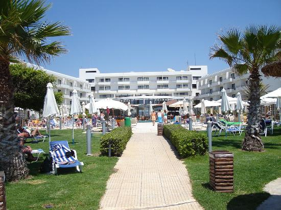 Louis Ledra Beach: view from beach to hotel