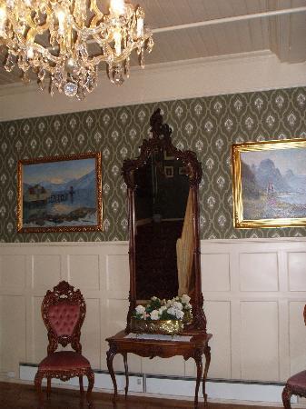 เบลสแตรนด์, นอร์เวย์: a detail from one of the hallways in the hotel