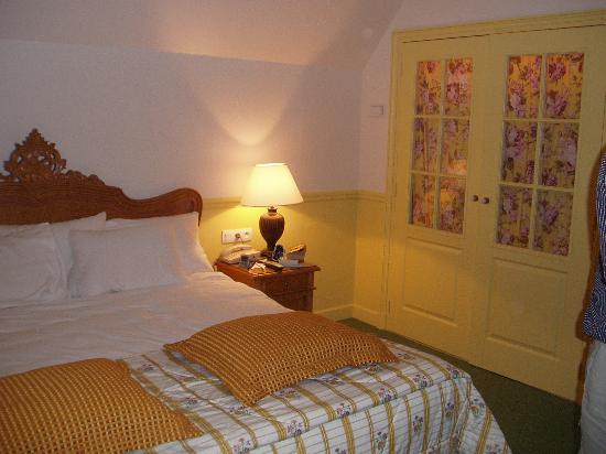 Marriott's Village d'Ile-de-France: the master bedroom with the lit up closet