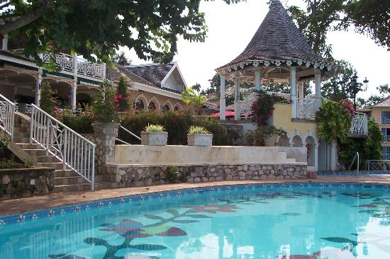 Sandals Royal Plantation: The Pool and Upper Cupola
