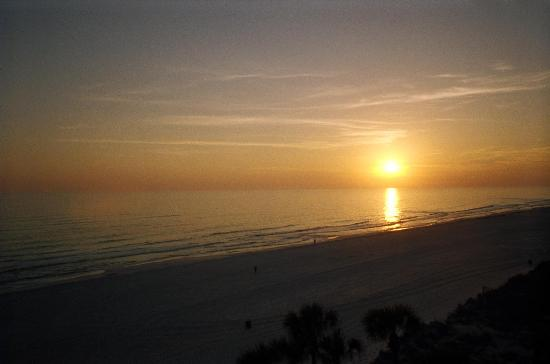 Beachcomber By The Sea: beatiful sunset from our 1st night