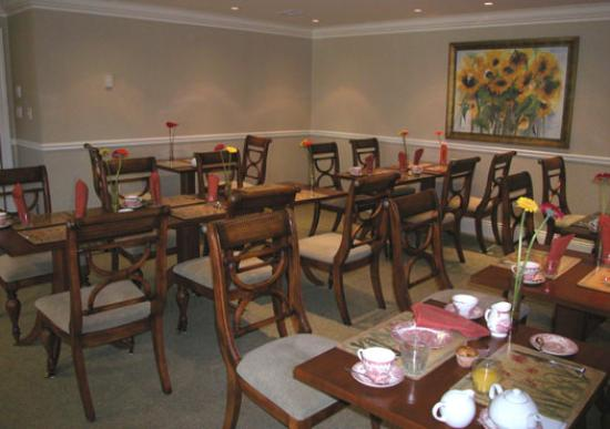 Harbour House Hotel: Breakfast Room (Flowers were a nice touch!)