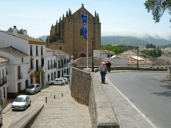 Hotel Jardin de la Muralla: Hotel is last property before church