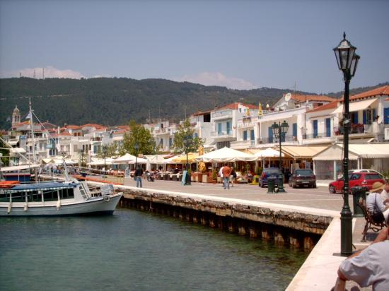 Hermes Apartments: Skiathos town harbour front