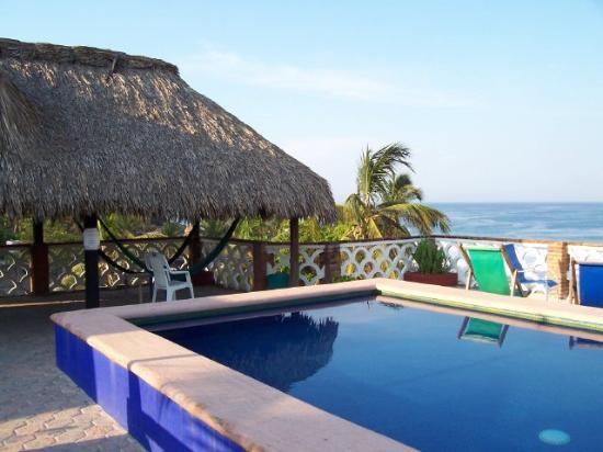 Hotel Flor de Maria: Rooftop terrace, pool, hammocks