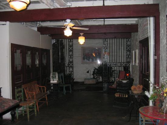 Gunn House Hotel: Downstairs sitting area