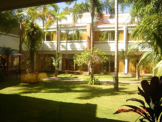Los Tajibos Hotel & Convention Center: Outside view of my room