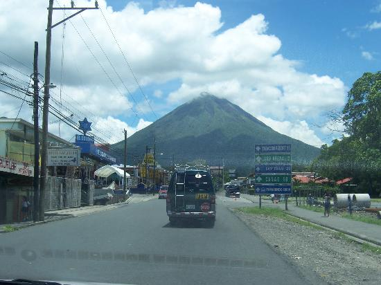 La Mansion Inn Arenal Hotel: Volcan Arenal from La Fortuna
