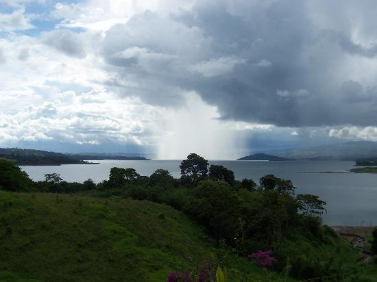La Mansion Inn Arenal Hotel: Rain coming over Lake Arenal