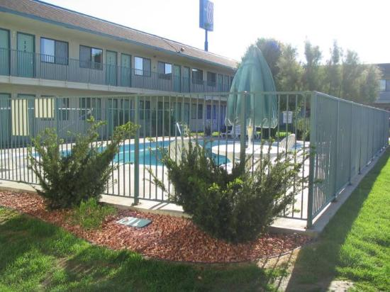 Motel 6 Pueblo I-25: Pool