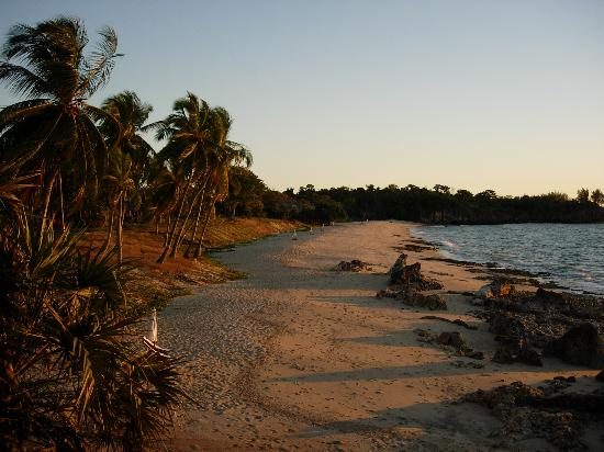 Anjajavy L'Hotel: The beach at sunset