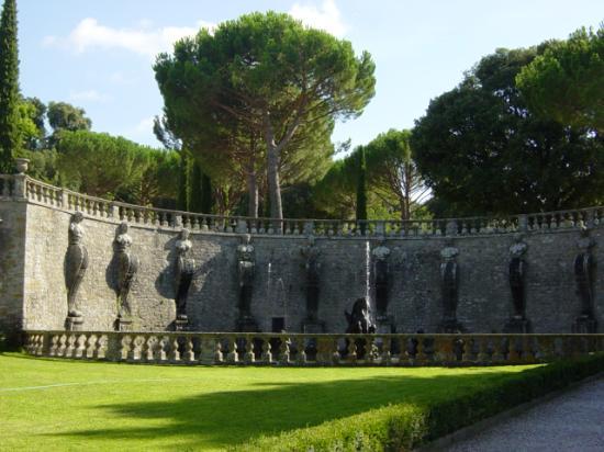 Villa Lante: A fountain outside the main entrance
