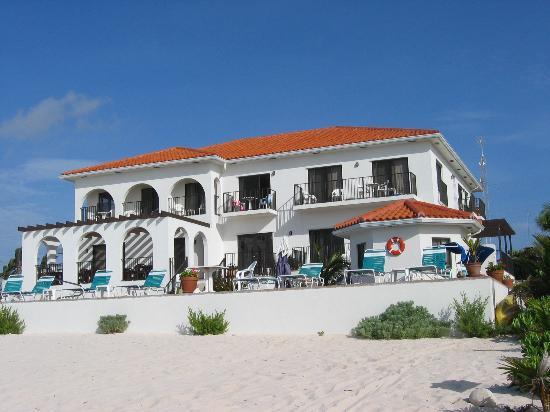 Turtle Nest Inn: Turtlenest from the beach