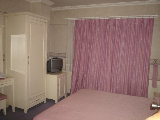 Metropol Hotel: more bedroom