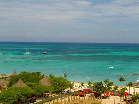 Marriott's Aruba Surf Club: Ocean view to the right from our balcony