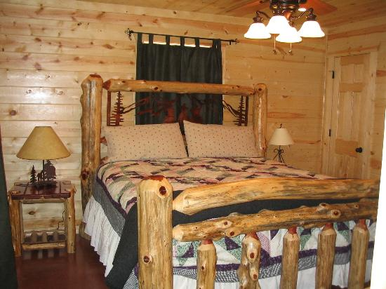 Pine Meadow Cabins : The beds were Great