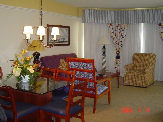Marriott's Aruba Surf Club: Living room and dining room in a one bedroom villa