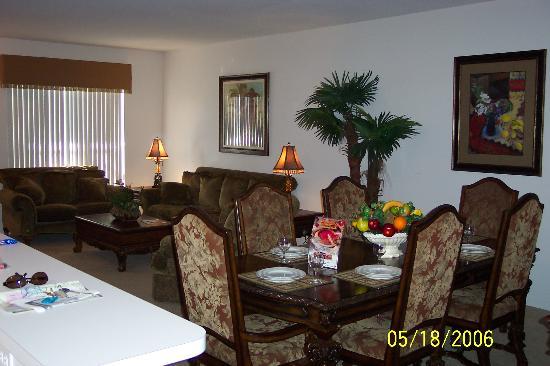 SunLake Condominiums Resort: Dining Room/Living Room