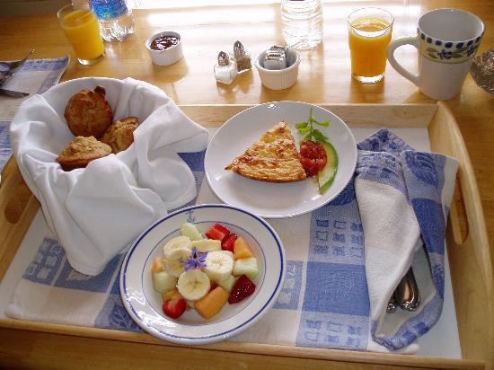 Coast Guard House Historic Inn: Breakfast!!