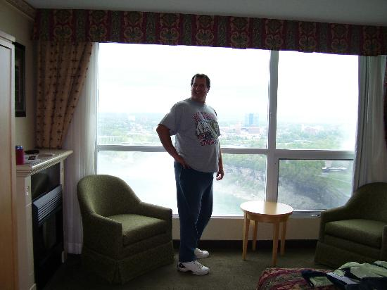 Embassy Suites by Hilton Niagara Falls Fallsview Hotel : Room view with fireplace