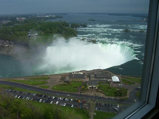 Embassy Suites by Hilton Niagara Falls Fallsview Hotel : Canadian falls from room