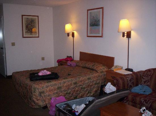 Motel 6 San Diego - Southbay: My mess, room is clean!