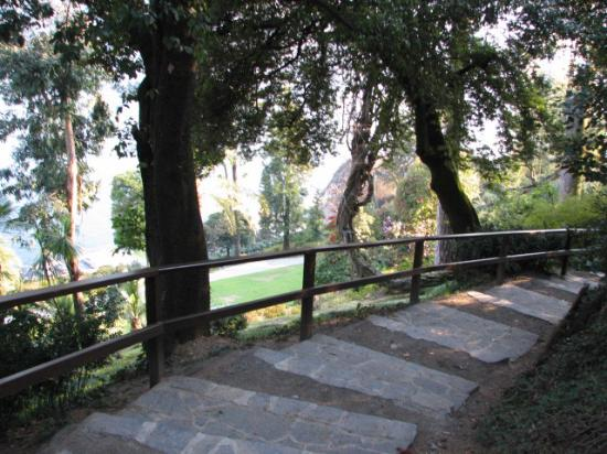 Villa Carlotta: walking path around the grounds