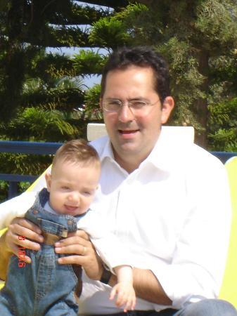 โรงแรมอนาสตาเซีย: Billy proud Dad with son George