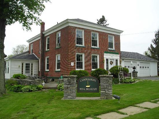 Sackets Harbor, NY: Front of the house