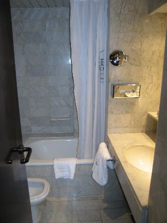 Hotel Gran Derby Suites: Deluxe Bath