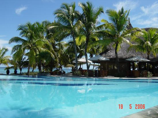Trou aux Biches Beachcomber Golf Resort & Spa: The Pool and Oasis bar