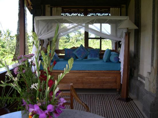 Alam Shanti: Daybed on balcony