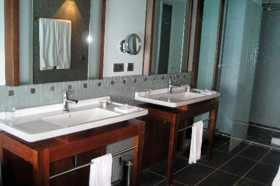 InterContinental Bora Bora Resort & Thalasso Spa: Bungalow bathroom