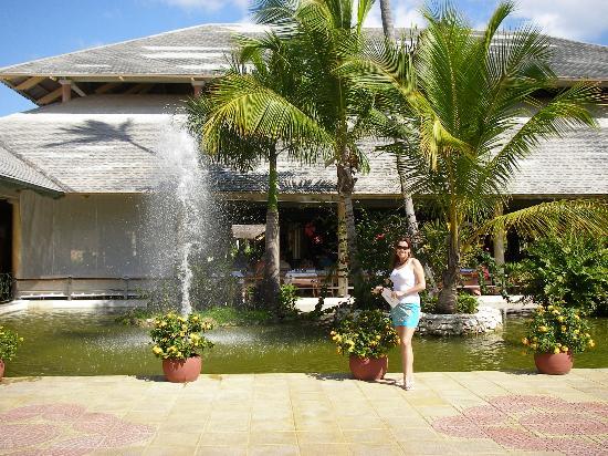 Iberostar Bavaro Suites: La zona de entrada al lobby y al restaurante