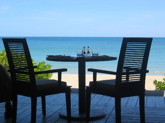 Carlisle Bay Antigua: table for two