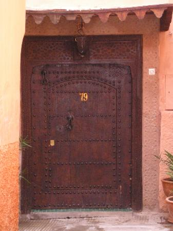 Origin Hotels Riad Magi: this annonymous door hides the calm and tranquility of riad magi