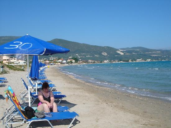 Alykanas Beach Apart-Hotel: Beach (just through the gardens)