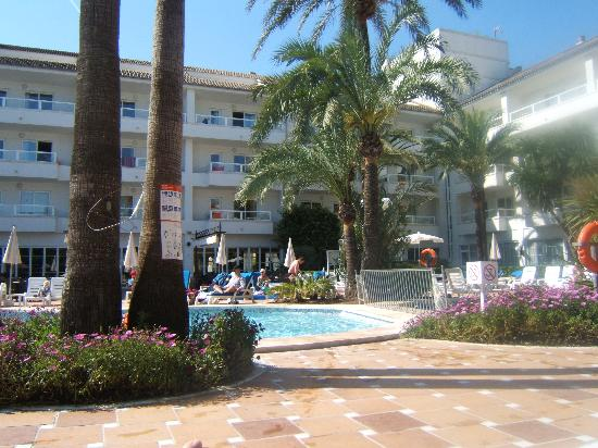 Grupotel Alcudia Suite: Pool area