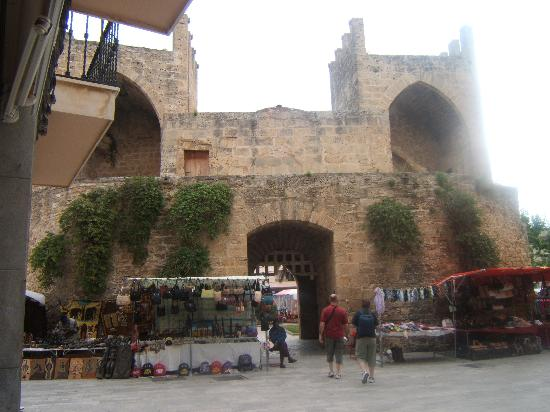 Grupotel Alcudia Suite: Market day - Alcudia Old Town