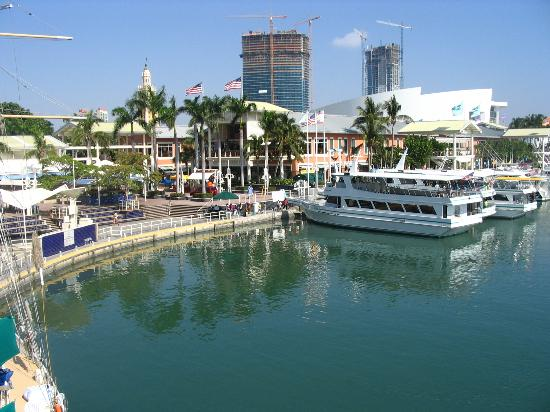 Holiday Inn Port of Miami Downtown: Bayside Market