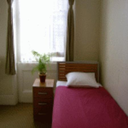 The Belgravia Hotel : My room - basic but clean. Not bad!
